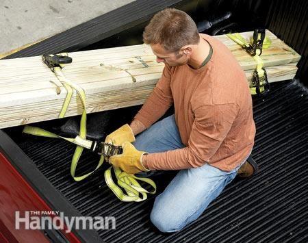Le hayon peut supporter des charges légères de 8 à 10 pieds