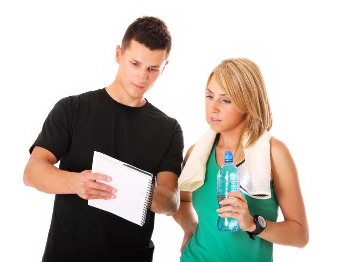 6. Demandez à votre entraîneur ce qu'il ou qu'elle fait pour rester informé dans son domaine.