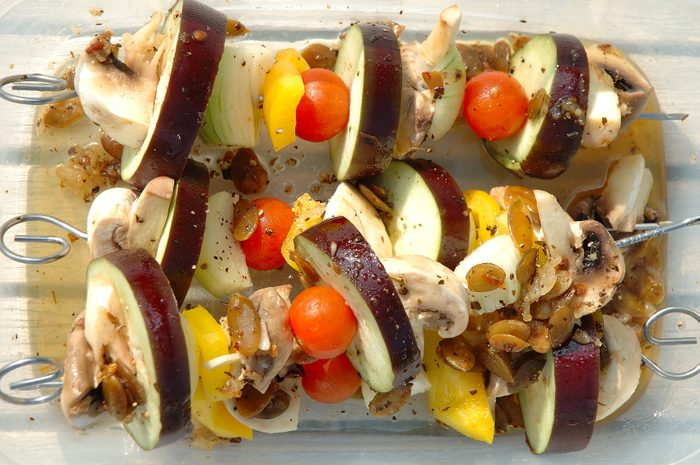 Préparez des repas santé, goûteux et rapides, comme les shish-kebabs