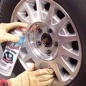 Comment débloquer une jante rouillée du pneu de votre auto