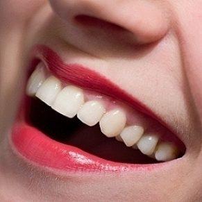 Des dents plus blanches grâce au maquillage