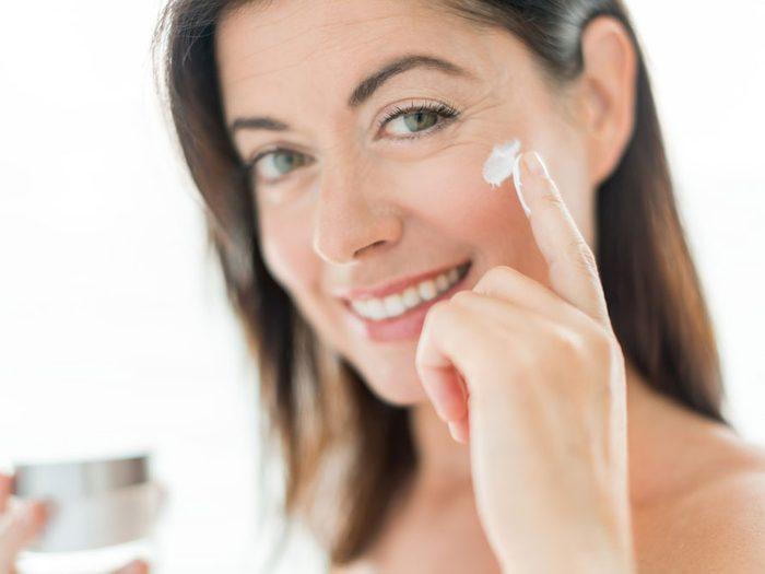 Si vous avez répondu surtout D, votre style de soin de la peau est... classique