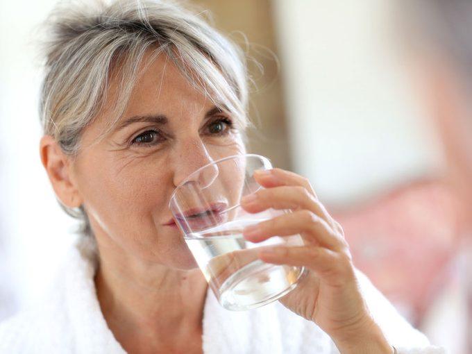 Les soins de la peau à 60 ans: viser l'hydratation et l'éclat