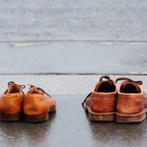 8. Posez des semelles de caoutchouc sur vos chaussures