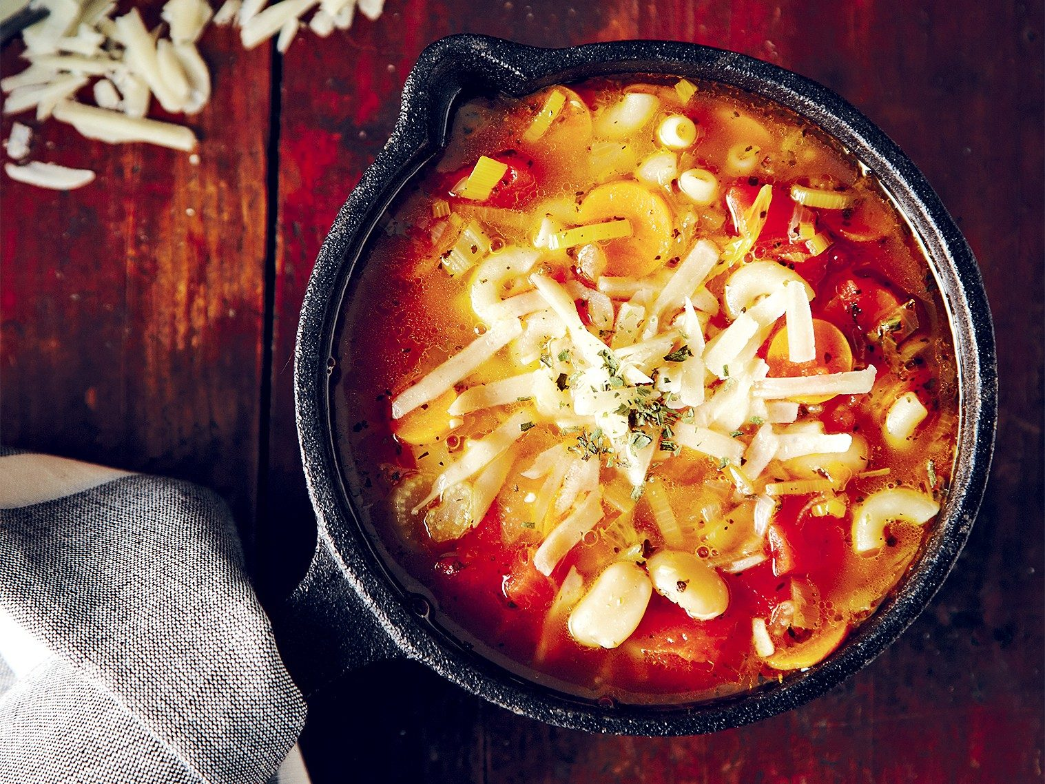 Soupe végétarienne aux haricots et aux pâtes