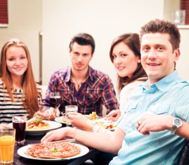 3. Invitez deux couples plutôt qu'un.
