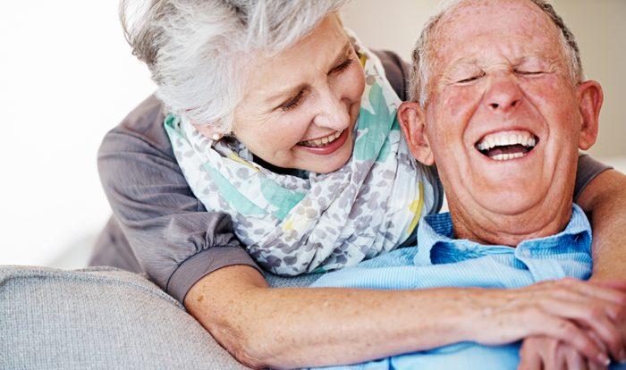 Le sourire naturel, une valeur sûre lors d'une première rencontre