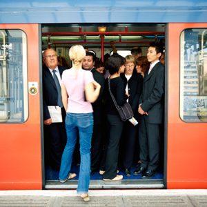 Comment prendre le metro sans toucher rien ni personne