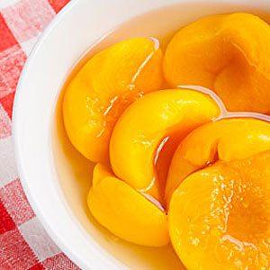 3. Pêches et autres fruits en conserve (1/2 tasse) : 23 grammes