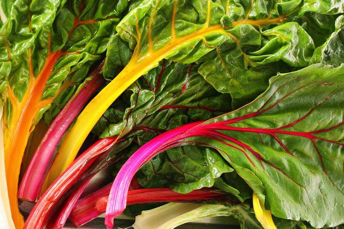 La bette à carde: un super légume et superaliment riche en vitamine K