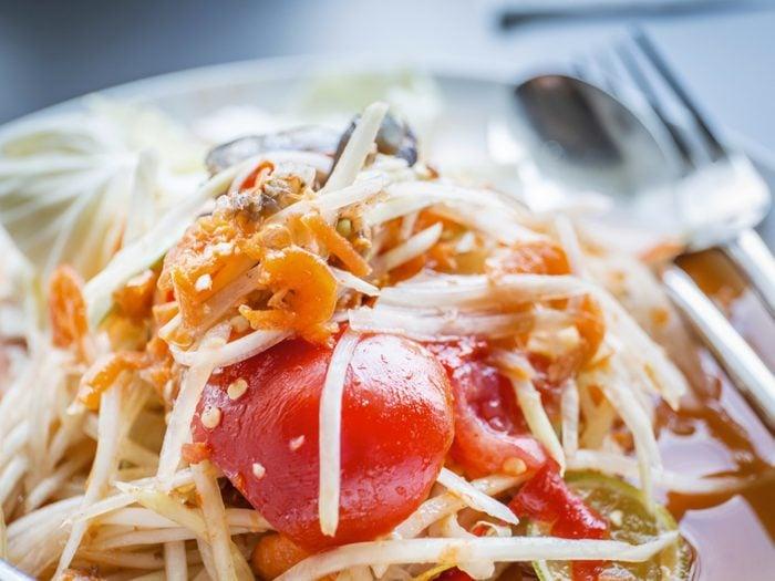 Une recette de salade thai rapide.
