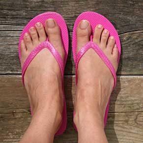 Les tongs abîment-ils vos pieds?