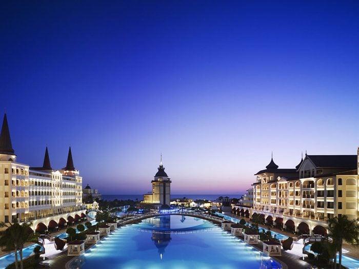 2. Le luxueux hôtel Mardan Palace, en Turquie