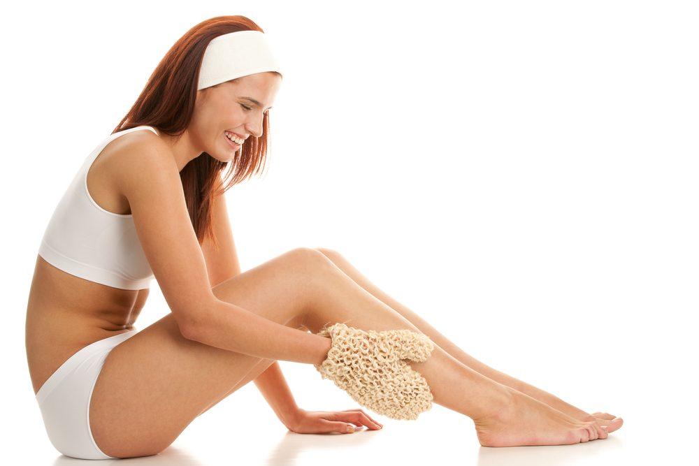 Frictionnez votre peau: un traitement efficace pour combattre la cellulite