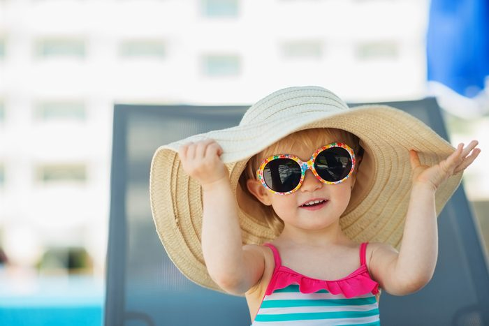 Protéger les enfants du soleil.