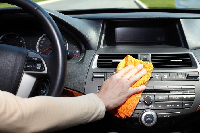 18. Adoucissant pour le linge : pour nettoyer les garnitures de plastique