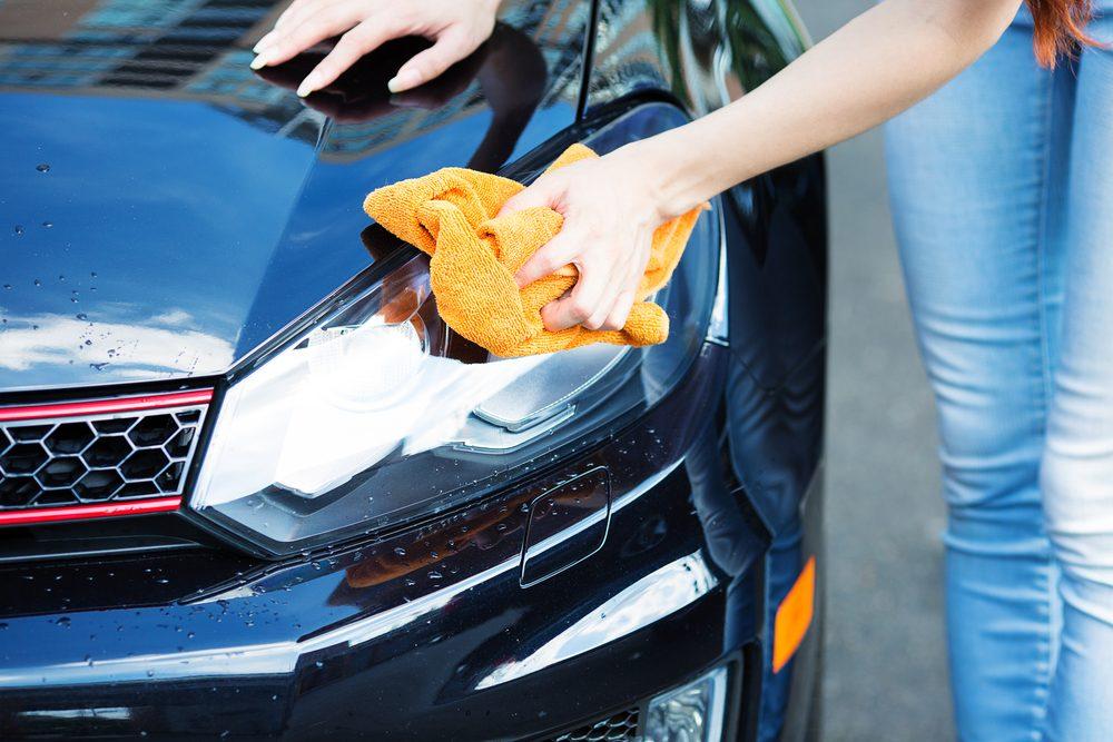 25 trucs simple et inusit s pour laver sa voiture. Black Bedroom Furniture Sets. Home Design Ideas