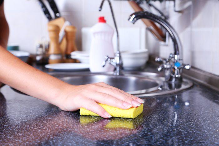 Détachez un évier en acier inoxydable ou en porcelaine grâce au borax