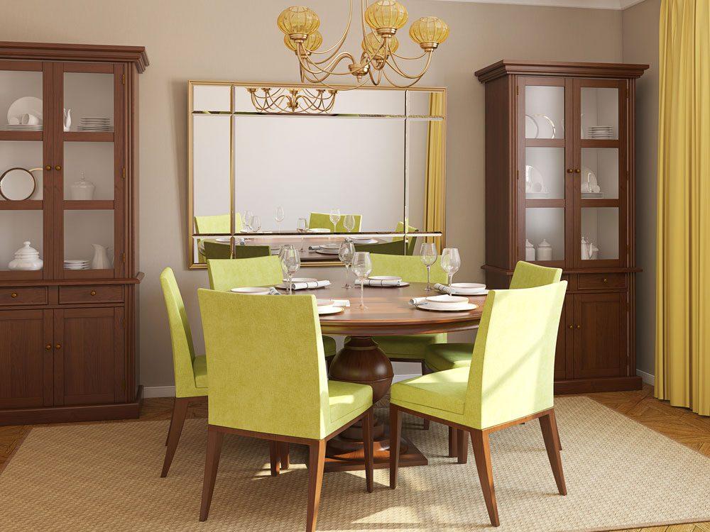 2. Pour perdre du poids, accrochez un miroir face à votre place à table