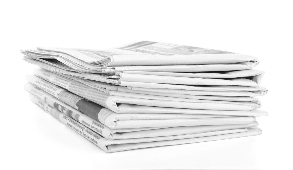 5. Le papier journal et les couvertures de plastique pour empêcher les mauvaises herbes de proliférer