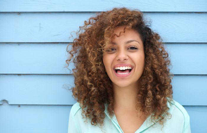 Le truc simple pour avoir de beaux cheveux: soyez naturels!