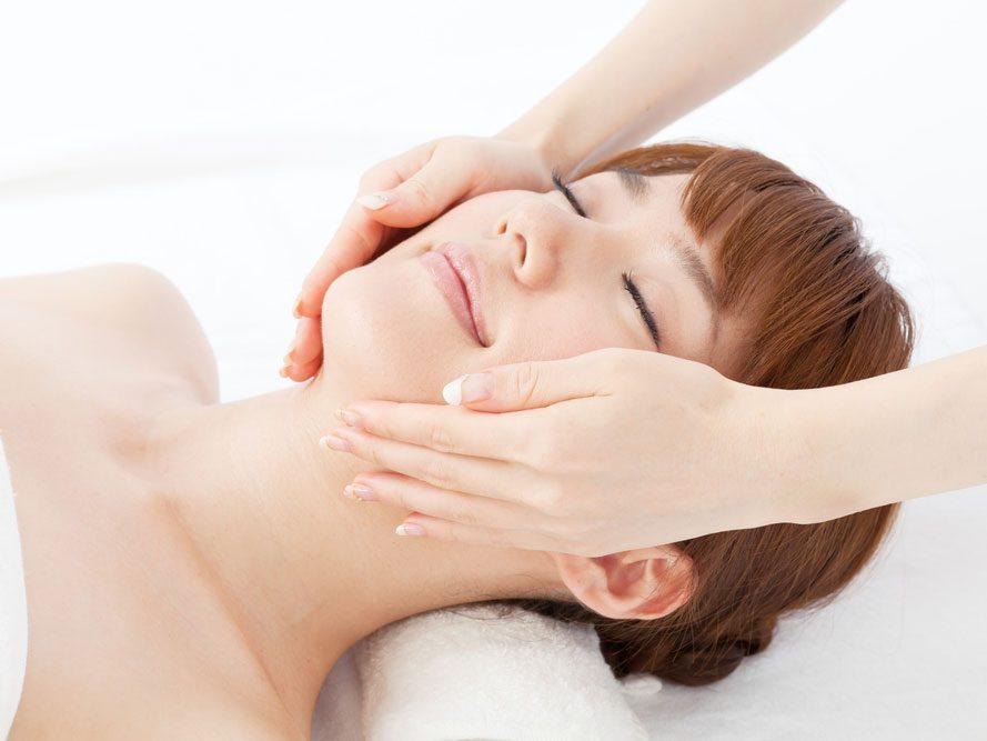 Lorsque vous lisez un article sur les soi-disant «soins coréens de la peau en 10 étapes», ...
