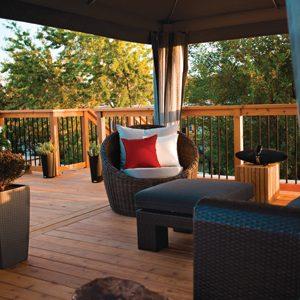 3 fa ons de transformer votre toit en terrasse. Black Bedroom Furniture Sets. Home Design Ideas