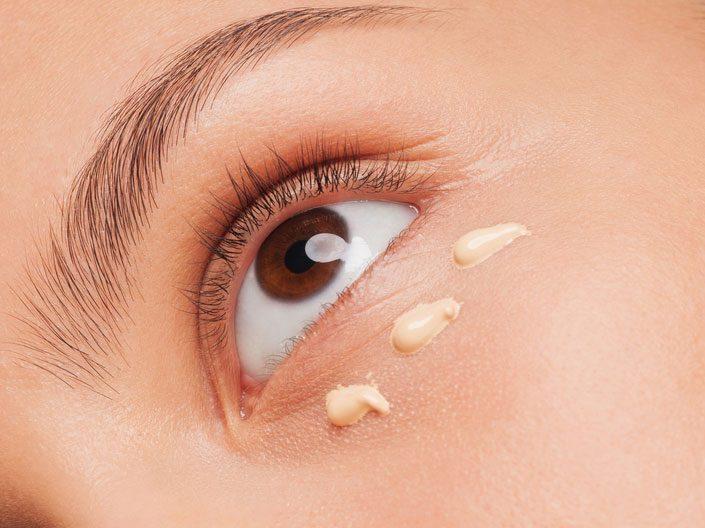 Appliquez un cache-cernes adapté à votre peau