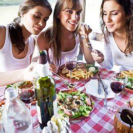 3.Partagez un repas avec des amis