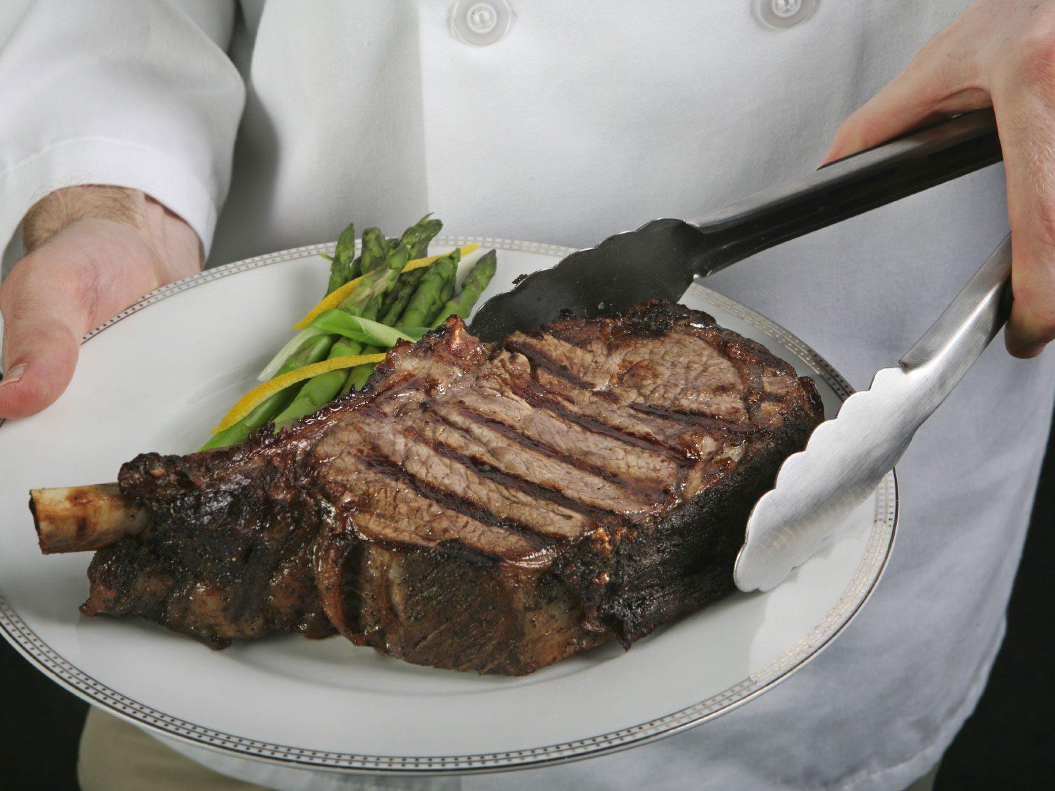 4e secret de cuisson pour un steak réussi: évaluer manuellement votre cuisson