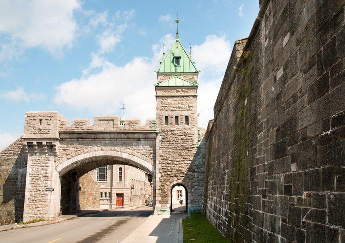 Au Canada se situe la seule ville fortifiée en Amérique du Nord.