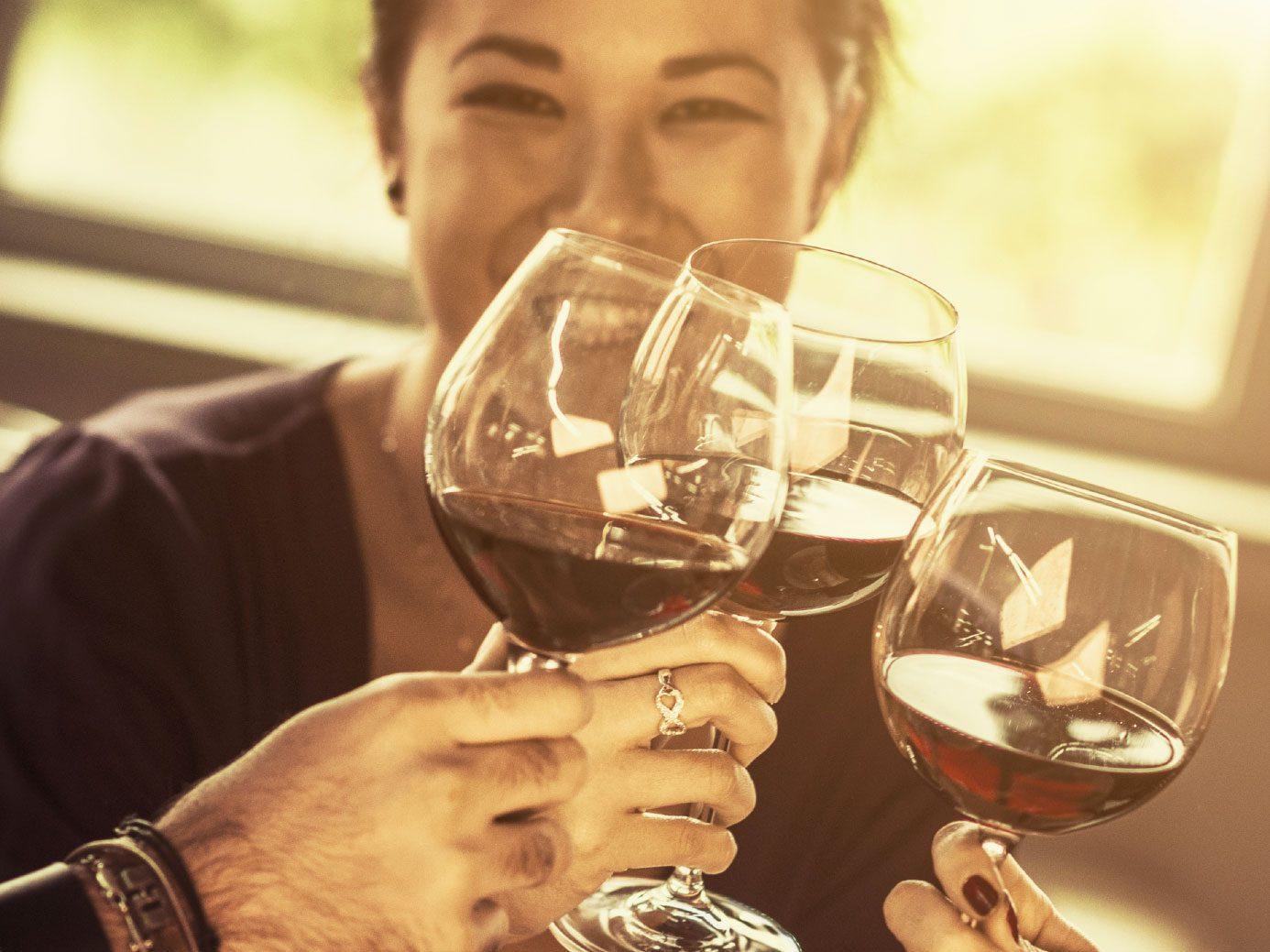 1. Regardez l'apparence du vin