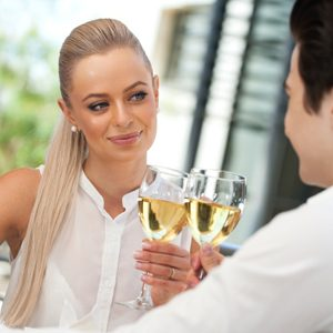 2. Adoptez l'esprit de chevalerie lors de votre première rencontre