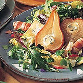Salade tiède de poires grillées aux fromages