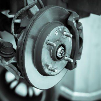 Pneus d'auto : Comment changer un goujon de roue endommagé