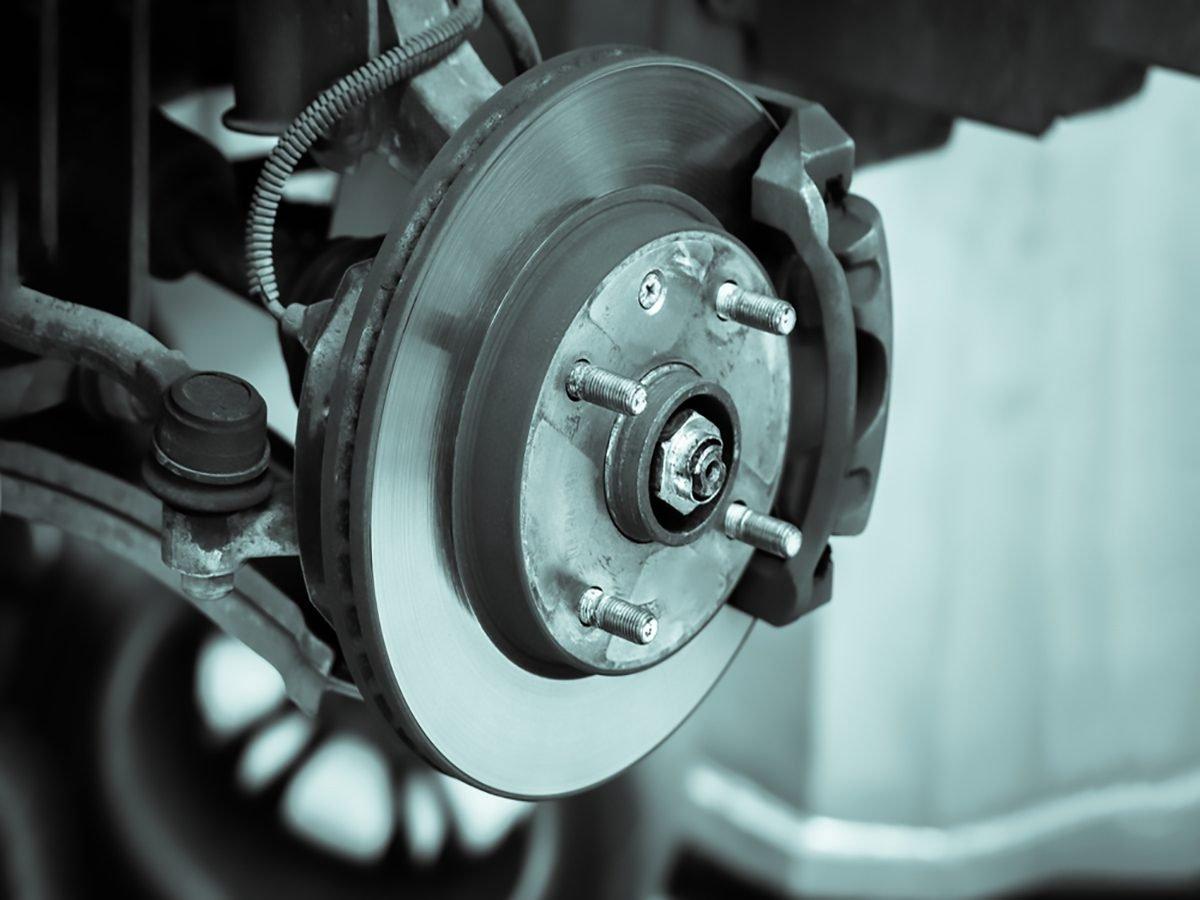Ce que vous avez besoin pour changer un goujon de roue endommagé