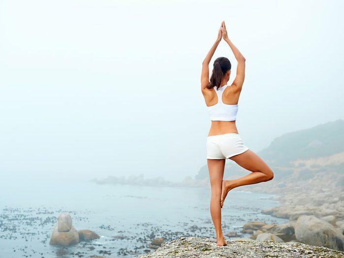Le yoga renforce l'équilibre