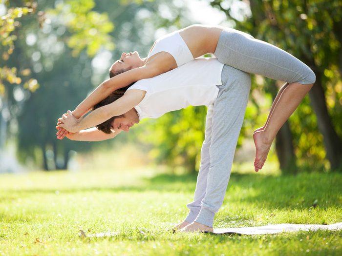 Le yoga améliore votre vie sexuelle