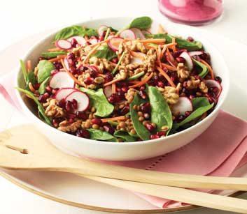 Salade d'épinards et de lentilles aux graines de grenades et noix, avec vinaigrette aux bleuets