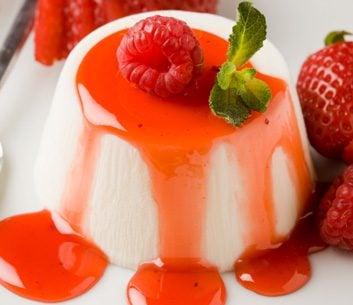 Panna cotta à la fraise et au yogourt