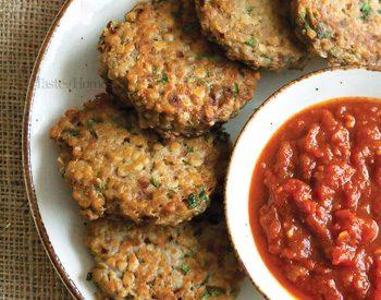 Burger de lentilles rouges à la confiture de tomates épicées