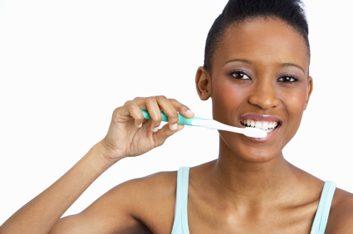 1. ARRÊTEZ! Examinez votre brosse à dents