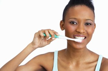 Des dents éclatantes malgré une panne de dentifrice