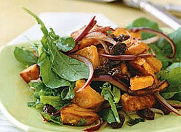 Salade de patates douces aux raisins secs, sauce à l'orange