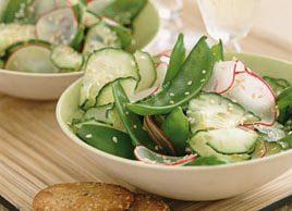 Salade de pois mange-tout, concombre et radis