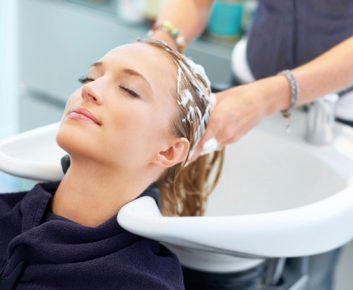 Comment éviter des frais supplémentaires au salon de coiffure