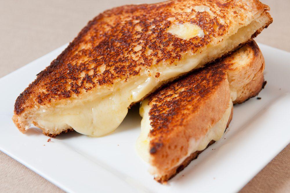 Mets habituel: croissant au cheddar chaud