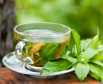 1. Je bois du thé vert