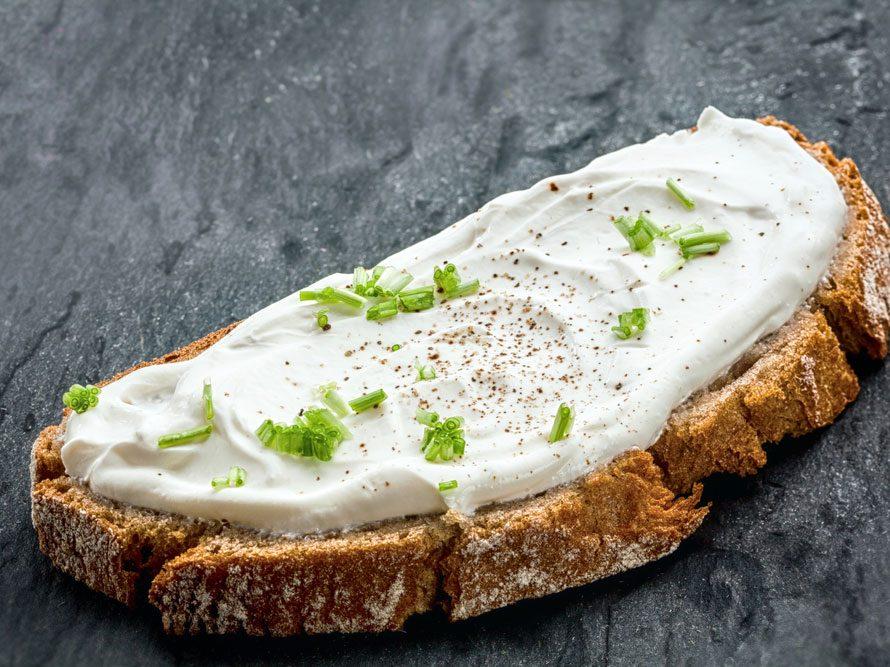 Collation à moins de 100 calories : une tranche de pain de seigle.