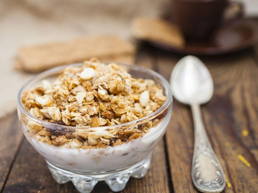 Collation à moins de 100 calories : yogourt muesli